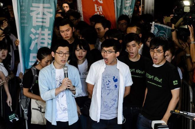 De izquierda a derecha, Nathan Law, Joshua Wong y Alex Chow, los tres activistas sentenciados