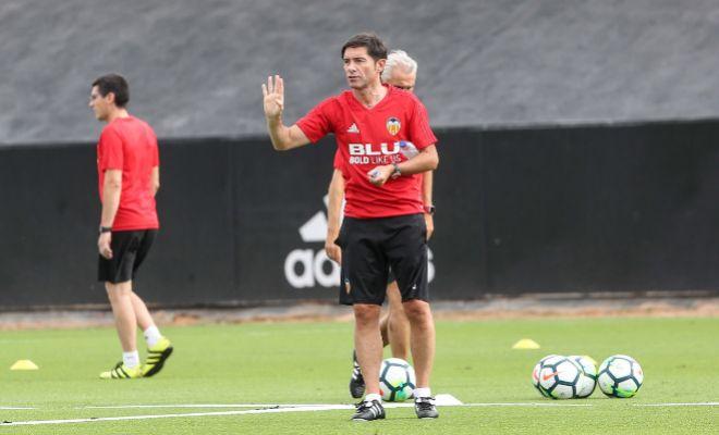 Marcelino García Toral, durante un entrenamiento del Valencia en la Ciudad Deportiva de Paterna.