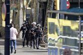 Policías armados cerca de la zona del atentado de este jueves en Las...