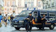 Efectivos de la Policía Nacional en la calle Preciados de Madrid,...