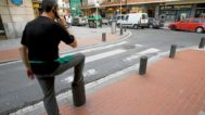 Pivotes instalados en una calle de Bilbao.