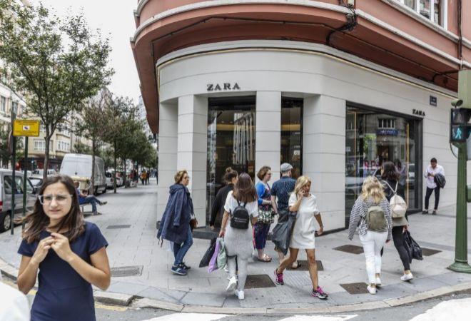 Pimer establecimiento de Zara, en La Coruña, en la confluencia de la...