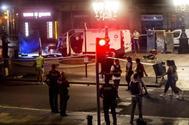 Imagen de la furgoneta que provocó el atentado en La Rambla de Barcelona.