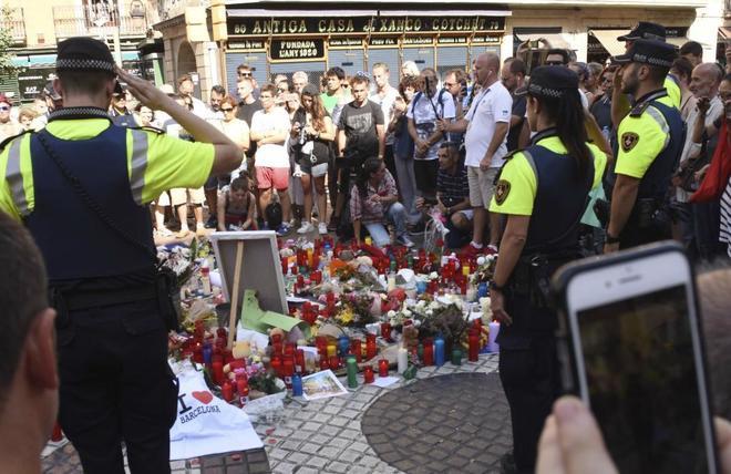 La Guardia Urbana de Barcelona rindió un homenaje a las víctimas en...