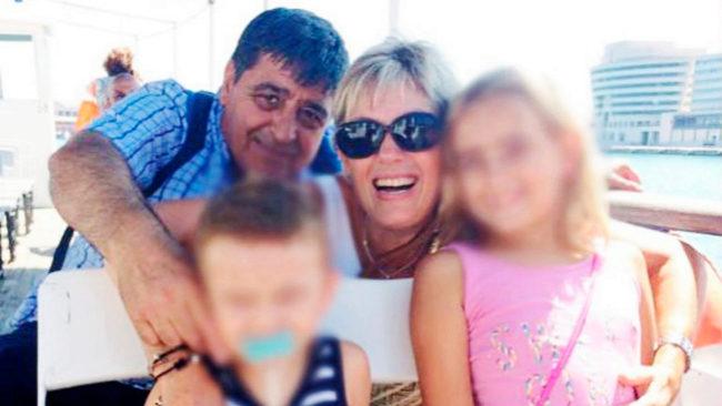 Francisco López y su mujer, Roser, junto a sus sobrinos Xavi y...