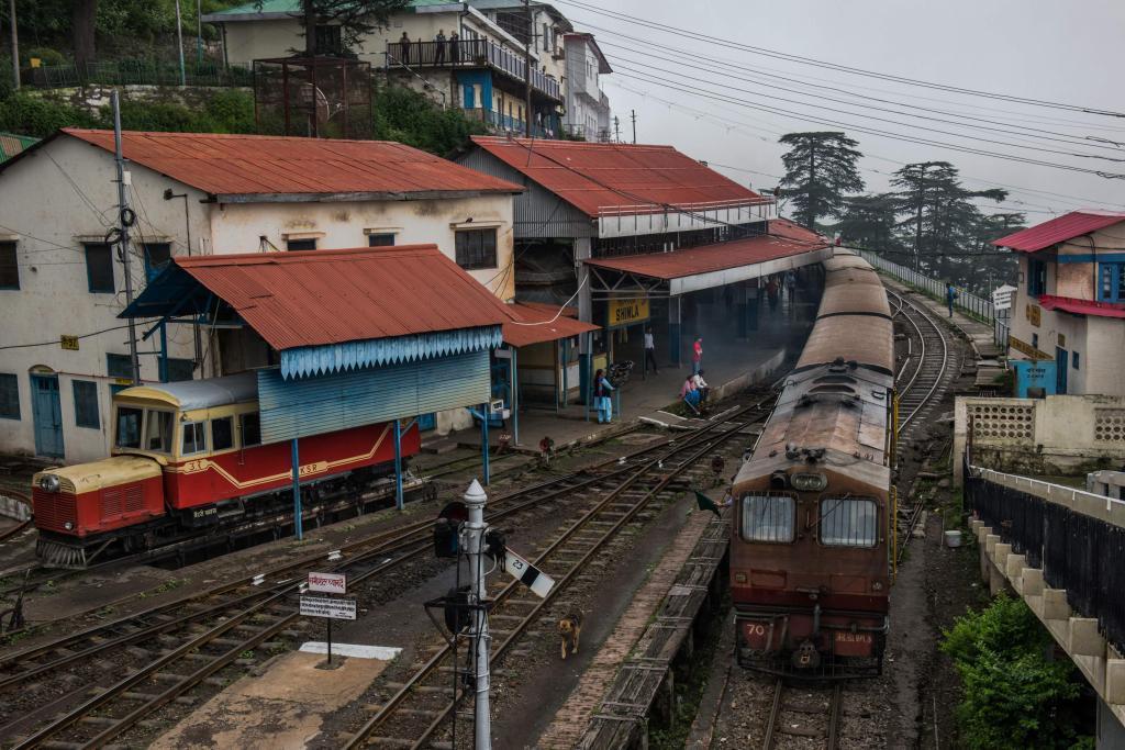 Al menos once muertos y decenas de heridos al descarrilar un tren en la India