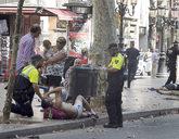 Heridos y policías en La Rambla tras el paso de la furgoneta del...
