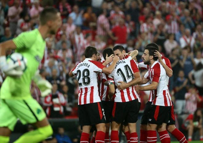 Los jugadores del Athletic celebran el gol de Iker Muniain.