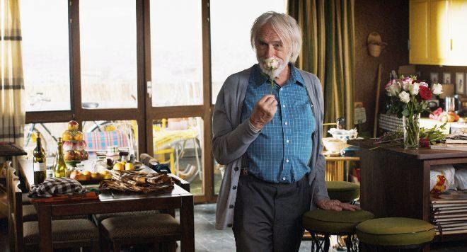 Pierre Richard interpreta al Señor Stein, un septuagenario que conoce...