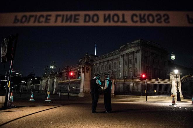 Buckingham Palace Knifeman from Luton shouted 'Allahu akbar' arrested by Terror Police