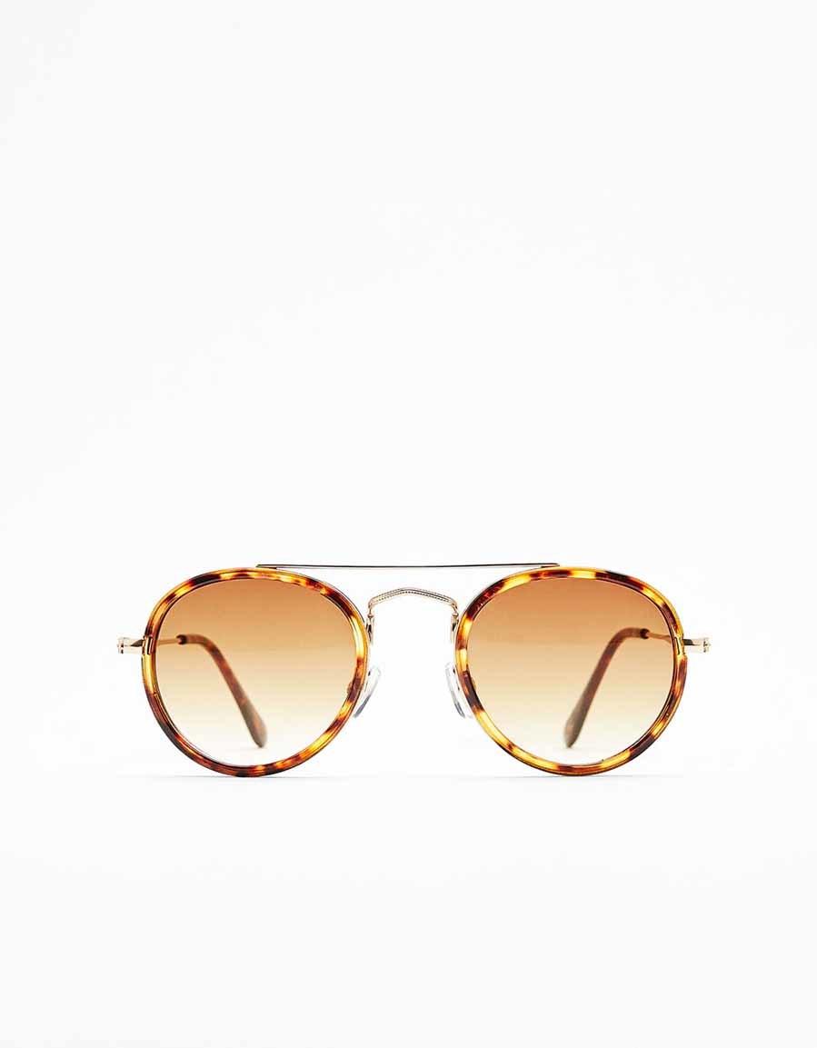 56ddf69250 Gafas de sol de puente metálico y cristales marrones (9,99 euros) de ...
