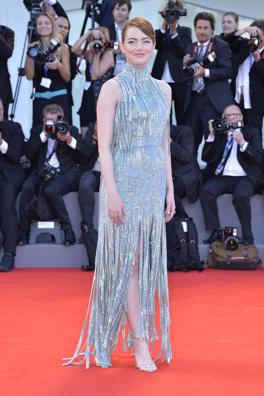 En la presentación de La la land la actriz lució un vestido de...