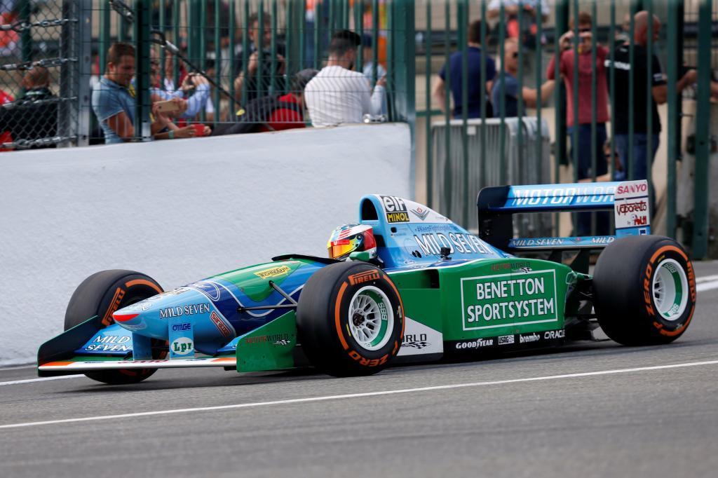 Con motivo de la primera victoria de Michael Schumacher, su hijo ha pilotado el bólido antes de la carrera en Spa, donde el Kaiser subió a lo más alto del podio en 1992, hace 25 años.
