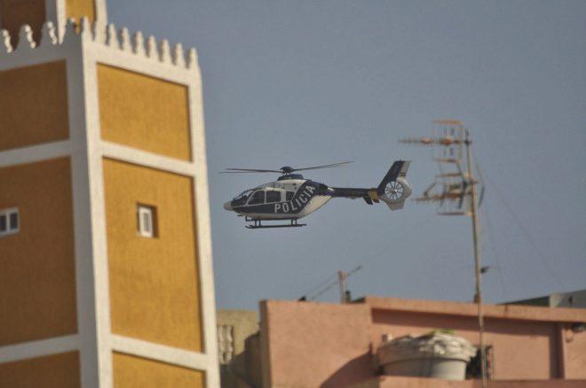Un helicóptero de la Policía sobrevuela Ceuta, ciudad de captación...