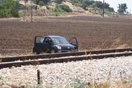 Un coche permanece en la escena de un tiroteo en Foggia.
