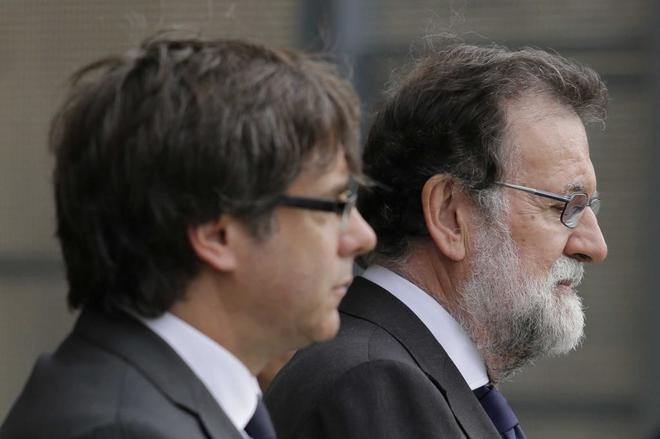 Carles Puigdemont y Mariano Rajoy, el pasado día 20 en una misa por...