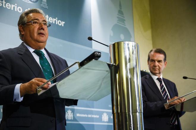 Juan Ignacio Zoido y el presidente de la FEMP, Abel Caballero, en...