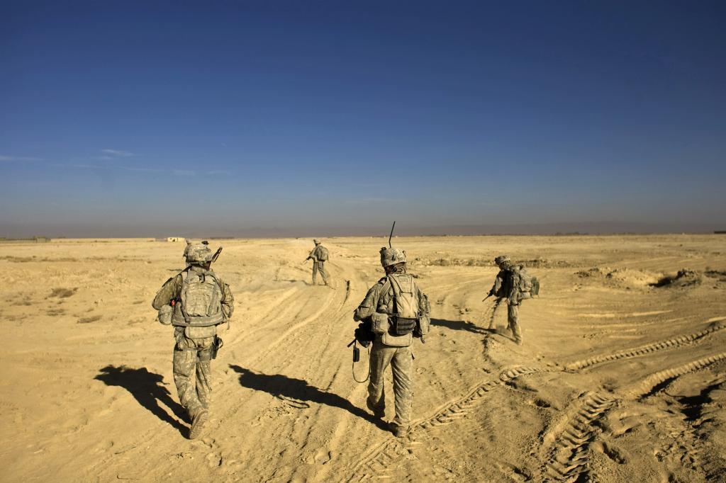 Soldados estadounidenses patrullan en la provicia de Paktita, en la frontera con Pakistán, tras el ataque a un convoy que se dirigía a Badghis.