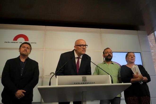 Miembros de Junts pel Si y la CUP, en la presentación de la Ley de...