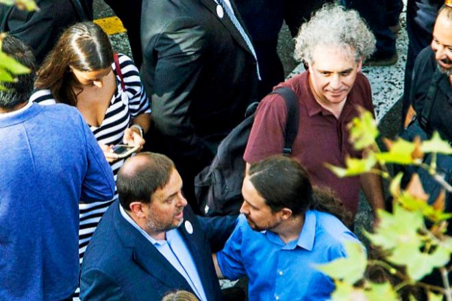Junqueras (ERC) e Iglesias (Podemos), en la manifestación de...