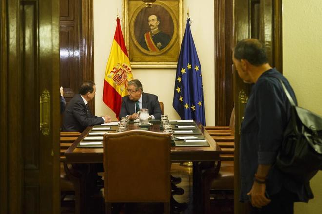 Juan Ignacio Zoido y el presidente de la FEMP, Abel Caballero, en la...