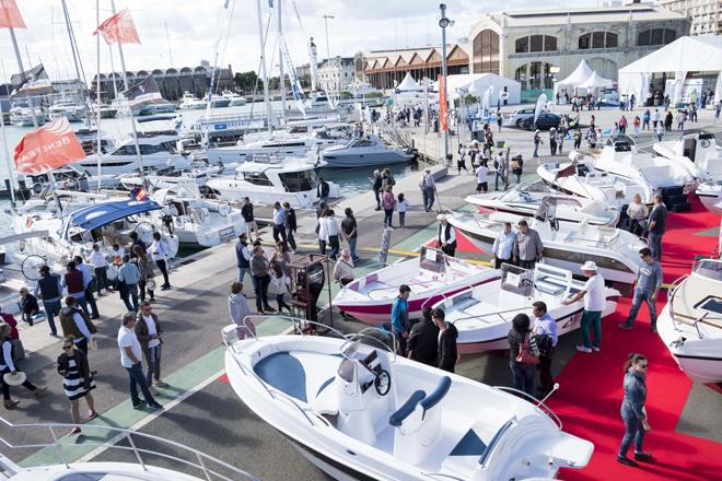 Exposición de barcos en la Marina de Valencia, durante el pasado Valencia Boat Show 2016.   Vicent Bosch