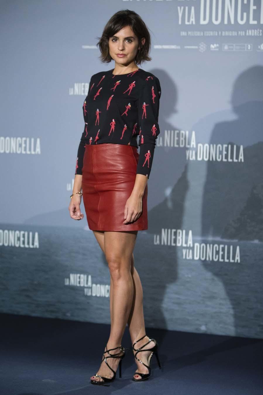 La actriz luce un look sencillo a la par que elegante con un toque...