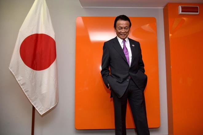 """Viceprimer ministro de Japón pide perdón tras defender los """"motivos"""" de Hitler"""