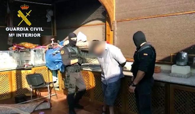 Los jóvenes han sido detenidos por amenazar de muerte a la Guardia...