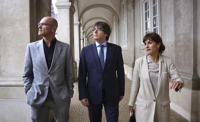 Carles Puigdemont, Raül Romeva y Francesca Guardiola, este jueves en...
