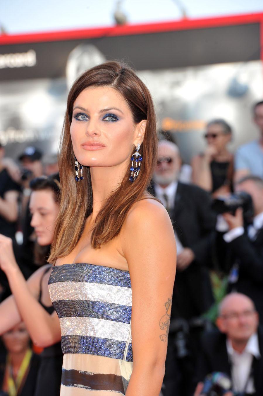 El 'look beauty' de Isabeli Fontana en el Festival de...