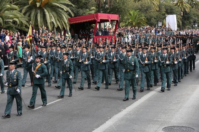 Desfile de la Guardia Civil en octubre de 2015 en Málaga.