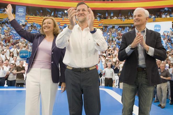 Eloy Suárez, junto a Mariano Rajoy y Luisa Fernanda Rudi en un acto...