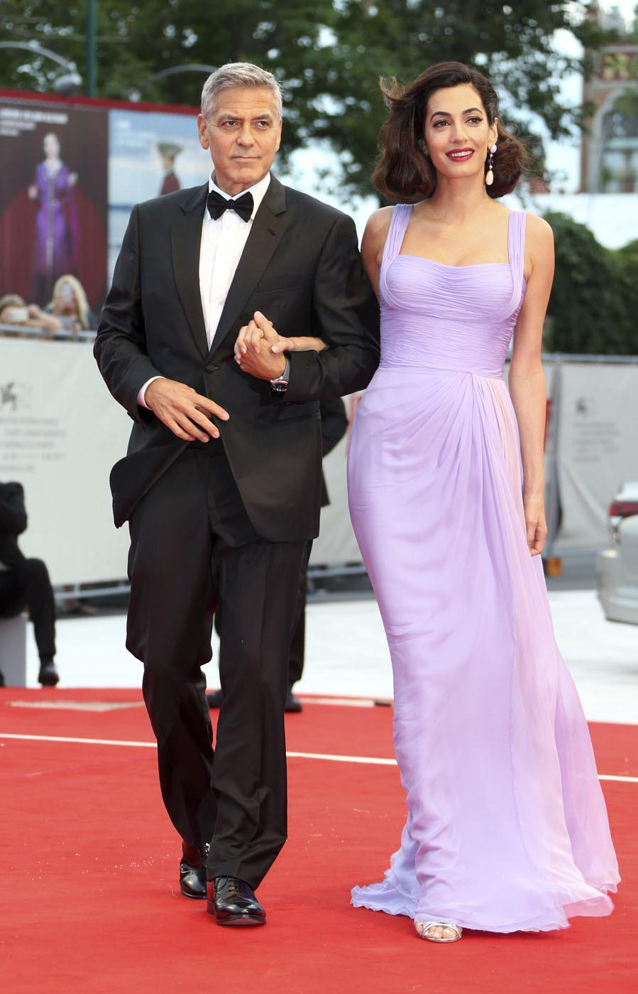 Amal apostó por un vestido de gasa de seda de Atelier Versace para su...