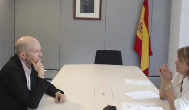 El agregado de la embajada de España en Kabul, Oriol Solá,...