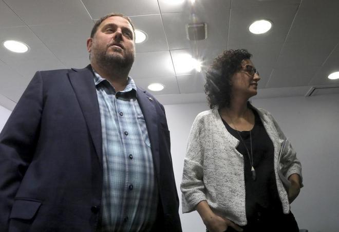 El vicepresident Junqueras con la diputada de Junts pel Sí Marta Rovira