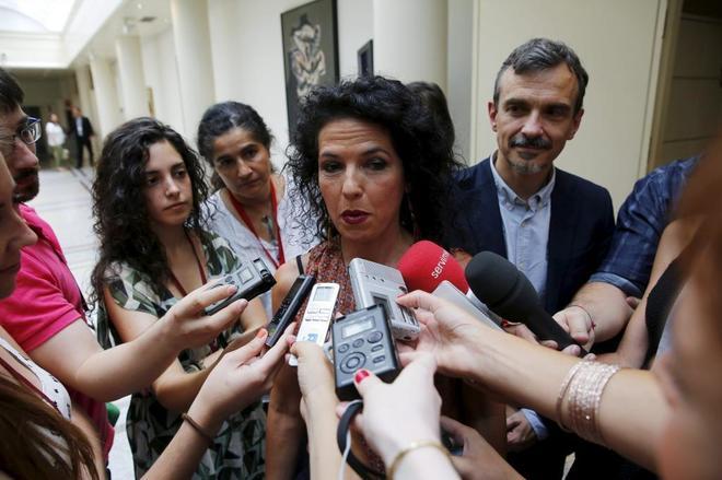 Maribel Mora, primera senadora de Podemos, tras jurar su cargo en...