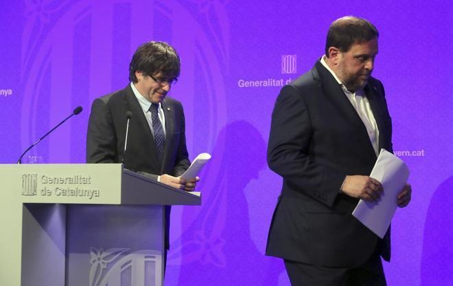 El president Carles Puigdemont y Oriol Junqueras, en rueda de prensa