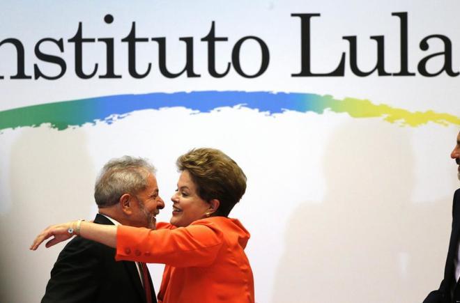 Los ex presidentes Dilma Rousseff y Lula da Silva en la presentación de un portal en Brasilia (Brasil).