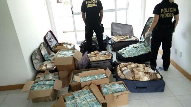 Cajas y maletas con dinero halladas  en un apartamento usado por el ex ministro Geddel Vieira Lima.