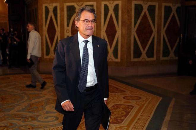 El ex presidente de la Generalitat Artur Mas, a su llegada hoy al...