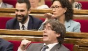 Carles Puigdemont, presidente de la Generalitat, durante el pleno de...