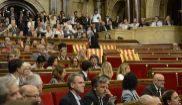 Àngels Martínez, de Podem, retira las banderas de España de la...