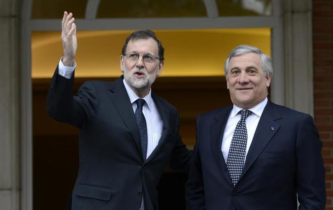 Mariano Rajoy, en una reunión en La Moncloa con Antonio Tajani, el...