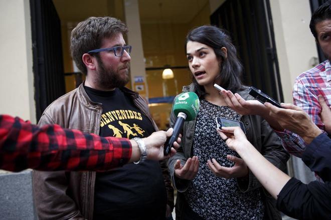 Miguel Urbán e Isabel Serra, miembros de Podemos de la corriente...