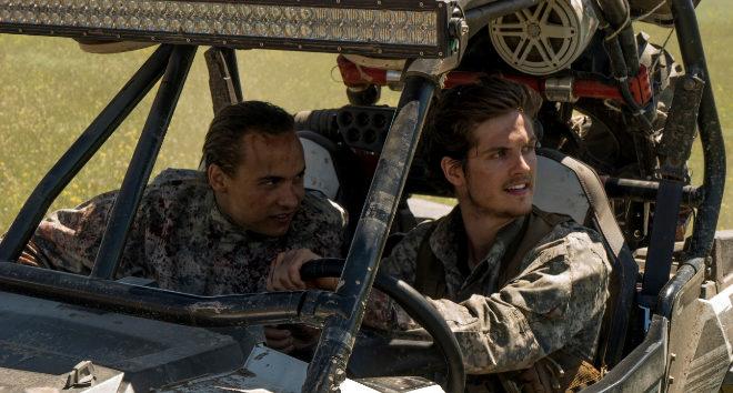 Frank Dillane, en el papel de Nick Clark (izquierda) y Daniel Sharman, como Troy Otto, en la serie.
