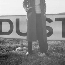 Portada de 'Dust':