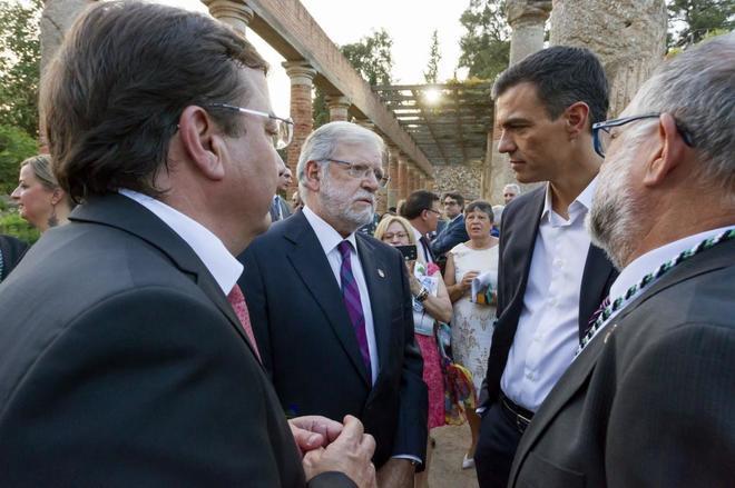 Pedro Sánchez, con Guillermo Fernández Vara y Juan Carlos Rodríguez...