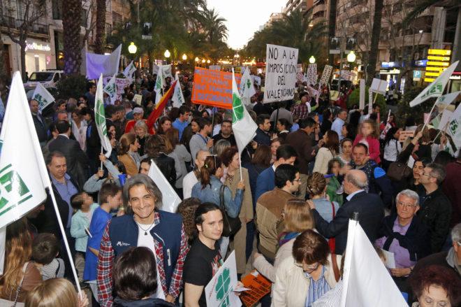 Manifestación convocada en Alicante por la asociación Idiomas y...