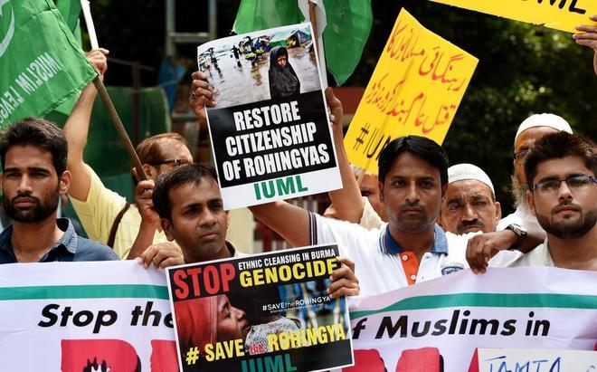 Activistas indios protestan en Nueva Delhi contra el tratamiento del Gobierno birmano contra los rohingya.